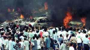 Kerusuhan-Mei-1998-mobil-dibakar