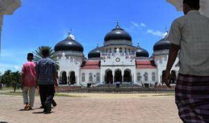 langkah kaki menuju masjid